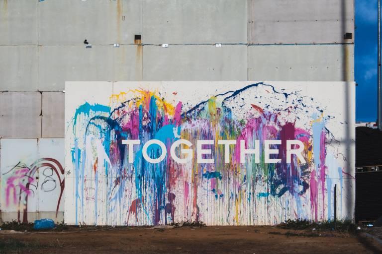 Kuvituskuva tekstillä Together